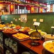 ビュッフェ付きのランチメニューは【中華美食屋】の人気企画。ディナータイムには100品以上のオーダー式食べ放題を用意。120分(30分前ラストオーダー)、お腹いっぱい楽しめます。