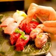 生で提供するお肉だからこそ鮮度には1番のこだわりを持っています! さらに、肉の種類や部位によって調理方法も細かく変えています。薬味の種類・包丁の入れ方・味付け・炙り…etc当店自慢の味をご堪能ください!