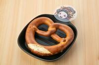 ドイツ発祥の焼き菓子パン「ブレッツェル」の形がろくろ首の首をイメージ。
