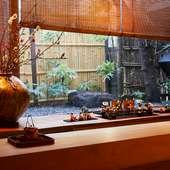 季節の料理と対峙する、おもてなしに満ちた日本料理店