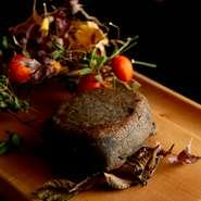 体に優しく、素直な美味しさの料理に合う、自然でピュアな味わいのワインを厳選。なかでも、フランス産の自然派ワイン、近年ぐんぐん実力を増す熊本産ワインが充実しています。気軽に味わえるグラスワインも多数。