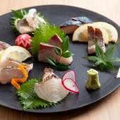 何度食べても変わらない魅力。九州全土の魚介が満載『刺身盛り合わせ』