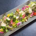 新鮮な季節の野菜を甘味の強い石田豆富と一緒に。