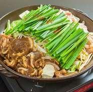当店自慢にホルモンに北海道ジンギスカンをミックスしたホルジン鍋。濃厚な味噌だれがクセになる逸品です。※2人前からのご注文となります。