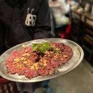 ウデの肉の中では一番霜降りが入っていて、柔らかく非常に人気のあるステーキ。希少部位でもあり是非とも1度ご賞味あれ!
