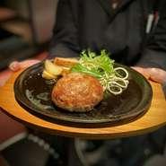 忘れちゃいけない当店もう一つの名物の肉寿司!ランチメニューとしても豪華に採用です、和牛モモの肉寿司は少し贅沢に楽しみたい日にはオススメです。 ※追加1貫+198円