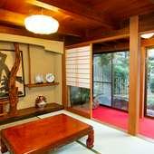 全席個室のプライベート空間で、日本庭園を見ながら食事を