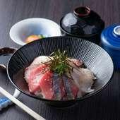 コストパフォーマンス抜群の大人気ランチ『海鮮大名丼』