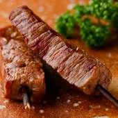 各コースの'旨み際立つ肉'。その全てで提供されている逸品『枝焼き』