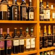 泡・赤・白など一通りのイタリア産ワインを揃えています。手軽に飲めるハウスワインから、記念日にふさわしいボトルワインまで。料理やその日の気分に合わせて選んでみませんか?