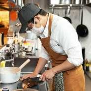 「おいしく食べられる健康的な料理を提供することを心掛けています」と語る早川氏。油や調味料に頼らず食材そのものの味わいを引き出しており、こだわりの創作料理の数々でもてなしてくれます。