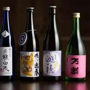 季節ごとに味わいの異なる日本酒に惚れ込み、九州を中心とする酒造から料理に合うものを店主が厳選。メニューに掲載している5~6種以外にも限定入荷の隠れ酒があるため、来店時には確認してみましょう。
