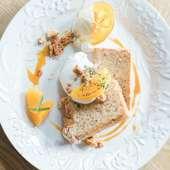 季節のケーキ。写真はオレンジシフォンケーキ