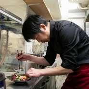 「愛情を込めてつくれば、料理の味が変わる」と話す稲永さんは、和食や洋食など幅広く経験を積んだ料理人。手間暇かけた料理ともてなしの心で訪れるゲストを迎えます。