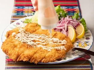 人気の一品。大きな鶏胸肉のカツレツ『ミラネッサ・デ・ポジョ』