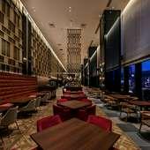 広々とした上質な空間で、バラエティに富んだブッフェをご用意