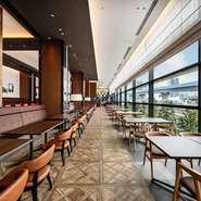 モーニング・ランチ・ディナー、雰囲気がそれぞれ異なるグランドエールでお食事を。