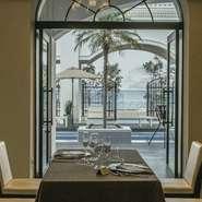 ラグジュアリーな結婚式場として人気が高い【アールベルアンジェ高松】のバンケットルームを、曜日限定で【Restaurant CHERIE】としてオープン。瀬戸内海を望む贅沢なロケーションでフレンチコースを満喫できます。