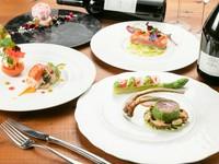前菜・魚料理・肉料理・デザートのフルコース。季節の食材をたっぷり使用した、本格的かつ独創的なフレンチを満喫できます。*イベント時はディナーでもご提供(詳細は公式ホームページに随時掲載)。