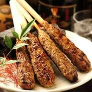 手間暇かけた自慢のつくね串です。七種の味をお楽しみ下さい。(塩・タレ・おろしポン酢・月見・明太子・チーズ・柚子胡椒)
