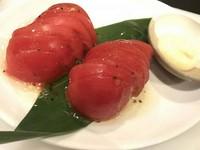 トマトスライスにイタリアンドレッシングをかけた一風変わったお料理です!