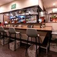 ハイストールの置かれたシャレたカウンターで、気軽に普段使いのデートを楽しむのはいかがですか。並んでおいしい料理を食べながらお酒を楽しめば、自然と良いムードに。
