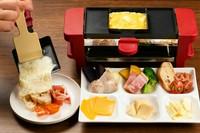 特製の機械で温めたチーズを好きな具材にトローッとかけていただく『ラクレットセット』
