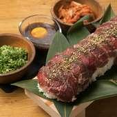 ロング炙り肉寿司を豪快に