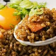 秘伝のブラックソースで味をつけたガッツリ炒飯!飲みの〆でも、お食事でも最高です!