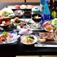 旬の食材を使った季節の会席膳。写真はブドウカンパチ、五ヶ瀬の若鮎の塩焼き、宮崎牛のローストビーフ、夏野菜の天ぷらなどの全10品が並ぶ夏の会席。ママ会向けの会席膳も3,000円からOKです。