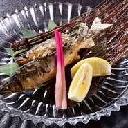 300年の歴史を持つ「鮎やな漁」で有名な五ヶ瀬でとれた天然鮎を塩焼きにしています。6月~11月の季節限定で、香りも高い「五ヶ瀬天然鮎」が楽しめます。