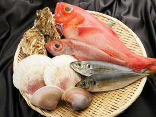 自ら目利きするこだわりの鮮魚を極上の一皿に仕立てる