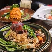 沖縄の魅力を伝える県産食材をふんだんに使用。魚や肉をはじめ、ガルニ(付け合わせ)に使う野菜は、毎朝シェフが市場に足を運んで吟味しています。ソースの元となるフォンドヴォーやドリンクなども一から手づくり。