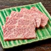 頑張った自分にご褒美を!厚い霜降り肉がウリ『ヘッドバラカルビの塩焼きとワサビと柚子胡椒