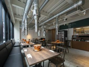 カフェのようなオシャレな空間で、焼肉を堪能できる
