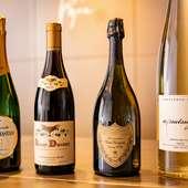 誰もが知る銘柄からマニアックな一本まで豊富に揃うワイン