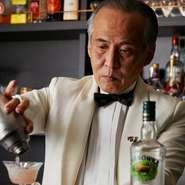 """""""京都にこの人あり""""とも言われるほど人気の高い名バーテンダー、西田稔氏が作り出すカクテル。ルーフトップとメインバーでもカクテルのレシピが異なり、すべてここならではのとっておきな一杯です。"""
