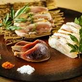部位の食べ比べも楽しい! 鮮度抜群の黒岩土鶏を炭火でたたきに『宮崎直送 黒岩土鶏のたたき盛り合わせ』