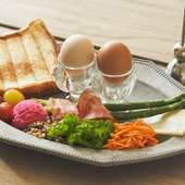 シグネチャーディッシュは、フランスでは定番の朝食メニュー。『ムイエットプレート』