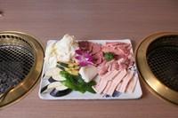 バラ・豚バラ・カシワ・ソフトロース・ウインナー・ライス4つ・スープ4つ、野菜付き