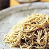 日本に生まれて良かったと唸る蕎麦はシメに頼む人が多い、800円