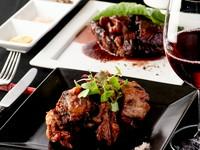 コースの中のひと品。地元産の野菜や旬の食材を使った前菜が『博多炊き肉鍋コース』に彩りを添えます。