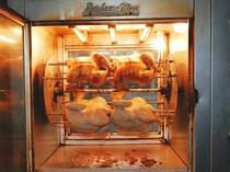 にんにくとハーブで味をととのえた若鶏を時間をかけてロースト