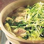 牛骨スープがベースのモツ鍋は1人前1150円(注文は2人前~)