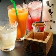 京都伏見の水はミネラル分をほどよく含み、日本酒をまろやかなに仕上げるのが特徴です。「灘の男酒、伏見の女酒」といわれる京都・近畿圏の酒を常時7種類以上そろえています。