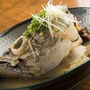 かつおの頭を丸ごと味噌煮した料理です。ボリューム満点で、DHAが豊富に含まれています。