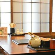 和風のつくりの店内は、ゆっくり落ち着いて食事ができる空間です。