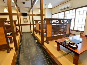 大宴会でも対応できる2階、3階の個室があります
