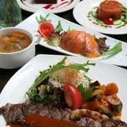 前菜2品にスープ、パン又はライス、メイン(7種類の中から選べます)デザート、ドリンクがつきます。