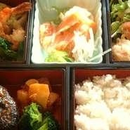 サラダ、前菜、魚、お肉が入ったよくばり弁当です。限定10食 デザート付きは1500円